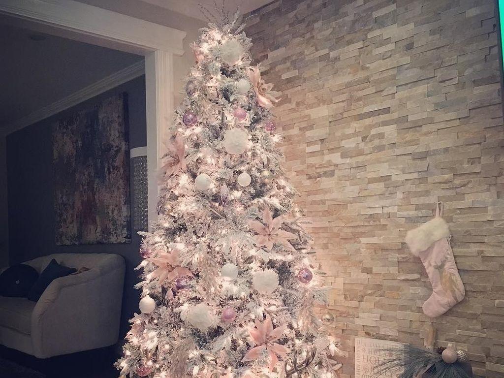 Foto: Inspirasi Pohon Natal Pink Kekinian yang Lagi Tren