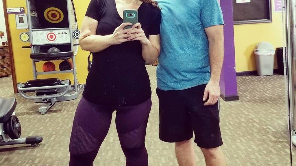 Foto: Perjalanan Diet Suami Istri yang Turunkan Bobot Total 180 Kg