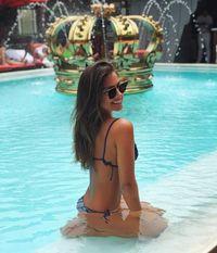 Wanita berusia 23 tahun ini sangat gemar berenang. Foto: Instagram/@gabriellalenzi
