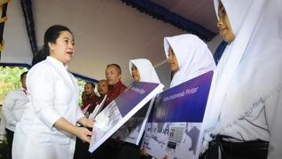 Puan Bagi Ratusan Komputer dan Buku untuk 8 Sekolah di Jateng
