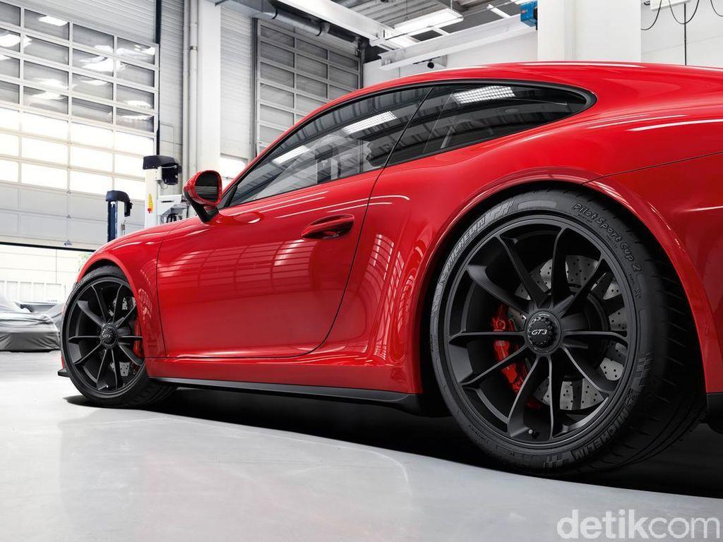 Mobil Porsche yang termasuk langka dan jarang 911 GT3 masuk dalam urutan ke-8 mobil yang paling banyak dicicil. Siapkan total dana 124.688 poundsterling selama 4 bulan kredit. Foto: Porsche