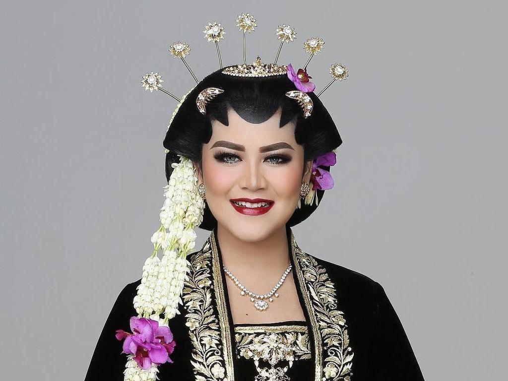 Foto: Kahiyang Ayu Manglingi Banget Saat Jadi Model Pengantin Solo