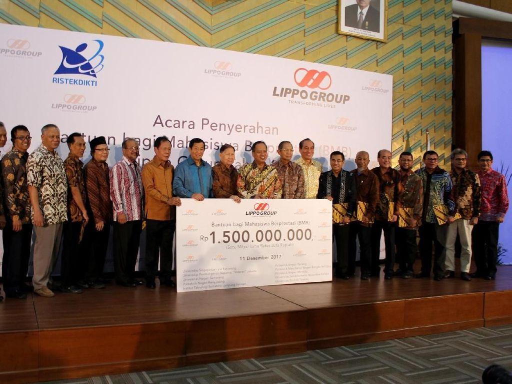 Lippo Group Serahkan Beasiswa Senilai Rp 1,5 Miliar untuk Mahasiswa