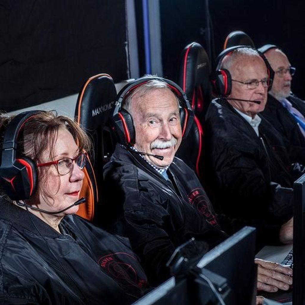 Asah Kemampuan Otak, Sekelompok Lansia Dirikan Tim Game Profesional