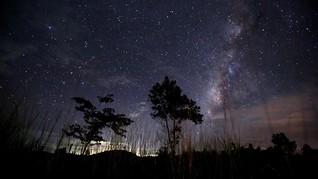 Pasca Supermoon, Hujan Meteor Warnai Langit Dini Hari Nanti