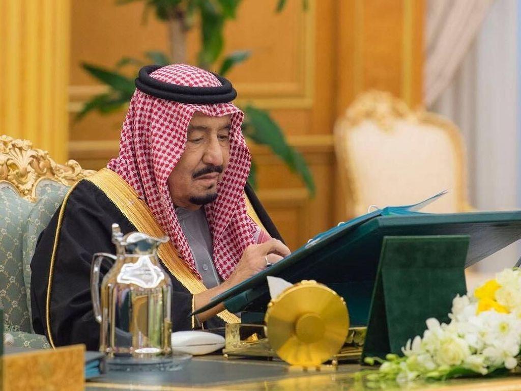 Raja Arab Saudi Salman bin Abdulaziz al-Saud menyumbangkan US$ 150 juta (Rp 2 triliun) untuk Wakaf Islam Yerusalem. Wakaf Islam Yerusalem merupakan badan yang ditugaskan untuk mengawasi tempat-tempat suci Islam di Yerusalem Timur. Foto: Saudi Press Agency/Handout via REUTERS