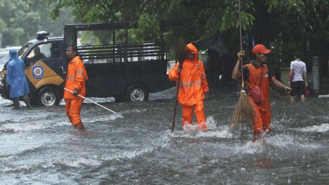 Air Kali Ciliwung Meluap, Sejumlah Lokasi Terendam Banjir