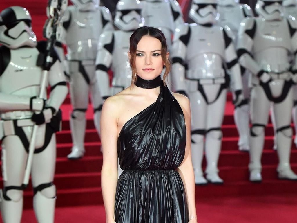 Foto: Cantiknya Daisy Ridley di Premier Star Wars London