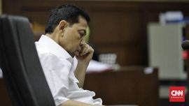 Setya Novanto Menunduk Berjam-jam di Sidang e-KTP
