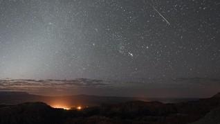Langit Dihiasi Hujan Meteor Lyrid di Akhir Pekan