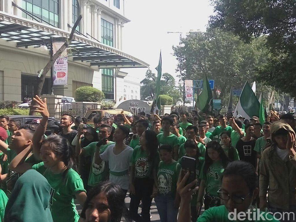 179.565 setia mendukung PSMS Medan di Liga 1 2018. Sekalipun mereka pada akhirnya mesti kecewa karena PSMS finis di posisi buncut sekaligus terdegradasi. Foto: Jefris Santama