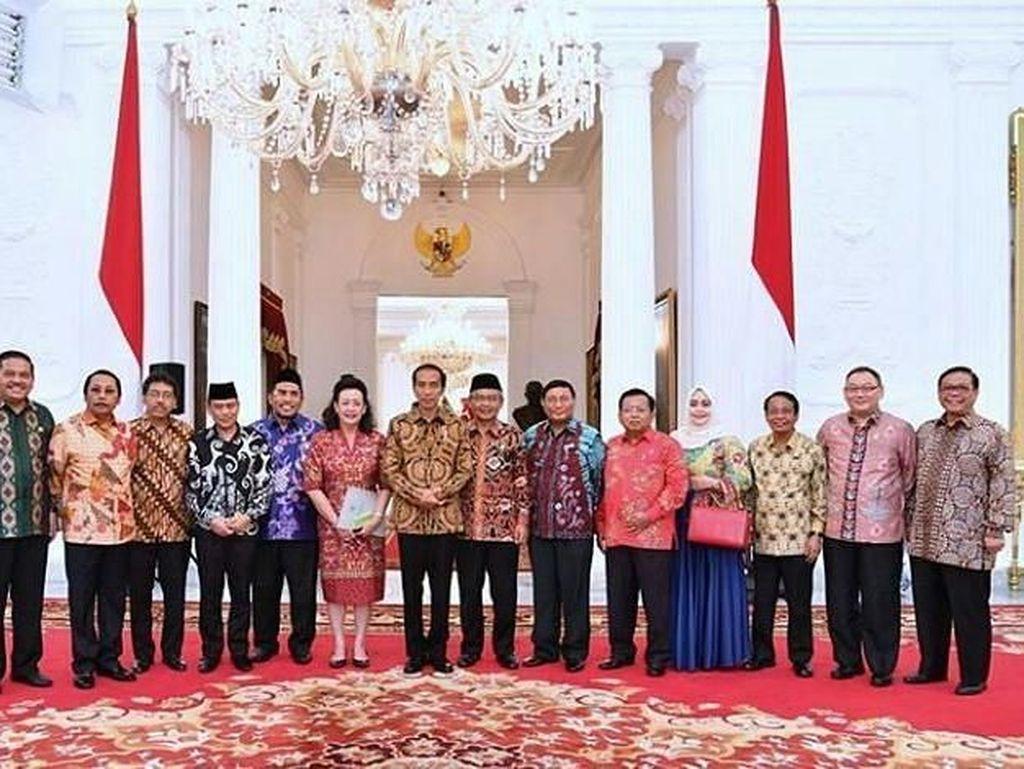 Momen saat AM Fatwa rapat konsultasi pimpinan dan ketua alat kelengkapan DPD RI dengan Presiden RI Bapak Joko Widodo (16/12). @farouk_dpdri 26 Desember 2016Foto: Instagram AM Fatwa