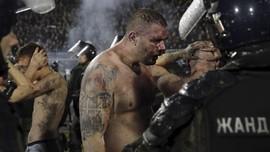 FOTO: Kerusuhan Suporter di Derby Beograd
