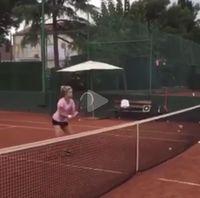 Ternyata Shakira juga jago bermain tenis lho. Foto: Instagram/@shakira