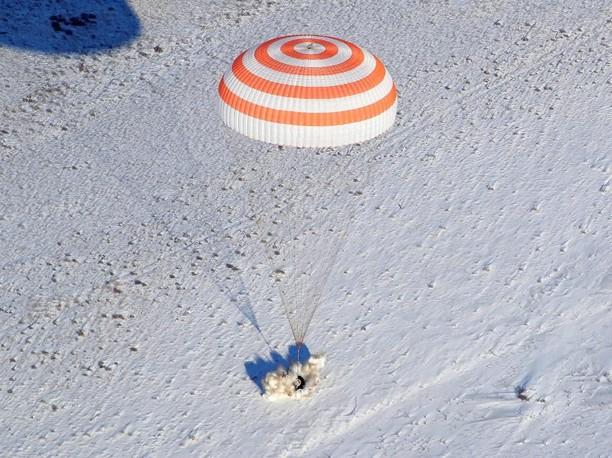 Detik-detik Pendaratan Astronot Saat Turun ke Bumi