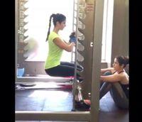 Katrina biasa nge-gym bersama teman-temannya. Berbagai penelitian menyebut berolahraga bersama teman lebih menyehatkan ketimbang sendirian karena teman bisa saling memotivasi. (Foto: Instagram/katrinakaif)