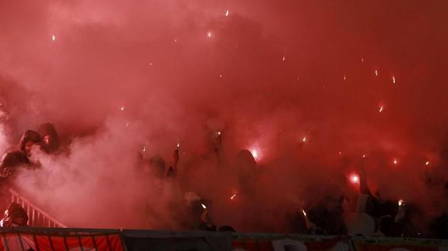 Pertandingan Partizan vs Red Star sendiri berakhir imbang 1-1. Red Star kini unggul sembilan poin atas Partizan di puncak klasemen Liga Super Serbia. (REUTERS/Djordje Kojadinovic)