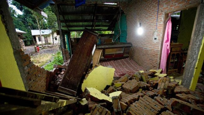 Rumah Ambruk akibat Proyek Saluran Air DKI Akan Diperbaiki