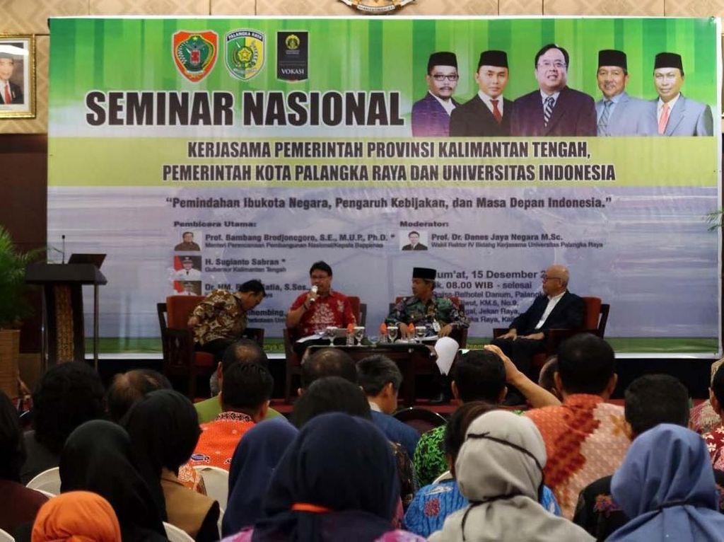 Ketua Tim Kajian Pemindahan Ibu kota negara - Kementerian PPN / Bappenas RI Dr. Ir. Imron Bulkin, MRP hadir dan memberikan sambutan utama pada Seminar Nasional ini. Pool/Vokasi UI.