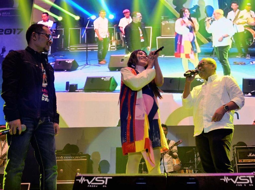 Aksi Menaker dan Dirut BPJS TK Nyanyi Bareng Via Vallen
