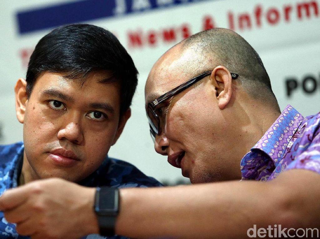 Mereka juga sedikit membahas Airlangga Hartarto yang terpilih jadi ketum baru Partai Golkar menggantikan Setya Novanto. Airlangga diharapkan menarik Fraksi Golkar dari Pansus Angket KPK.