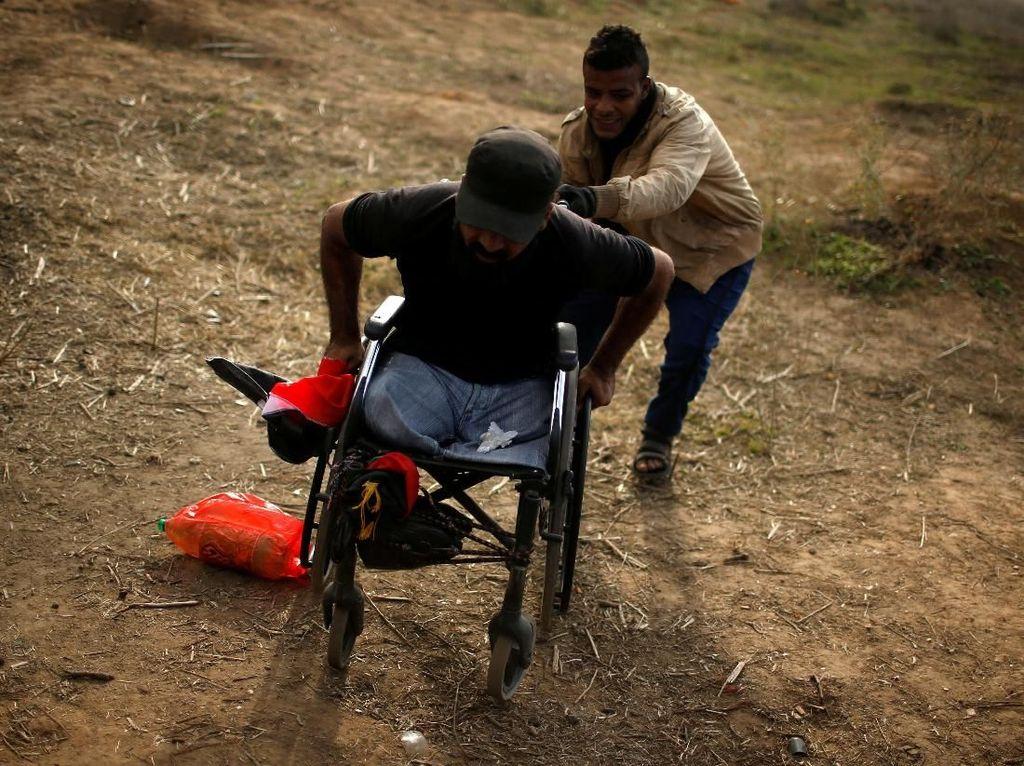 Kementerian Kesehatan Palestina di Gaza mengklaim Thurayeh tewas usai ditembak di bagian kepala oleh seorang penembak jitu Israel. Militer Israel menolak berkomentar secara khusus soal kematian Thurayeh ini. Foto: REUTERS/Mohammed Salem