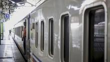 Empat Kereta Jakarta-Bandung Tertahan Longsor di Cikadongdong