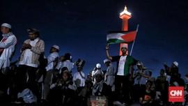 FOTO: Subuh Berjamaah di Monas untuk Palestina