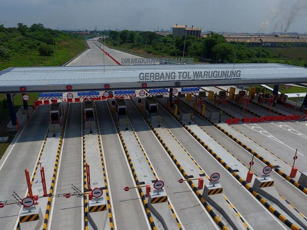 Penandatanganan perjanjian pengusahaan jalan tol (PPJT) untuk tol Surabaya-Mojokerto dilakukan pertama kali pada 2006, tapi sempat diamendemen kembali pada 2011 akibat pergantian investor. Dok. Kementerian PUPR.