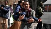 Setidaknya sembilan tewas dan 56 luka-luka ketika dua pelaku bom bunuh diri menyerang sebuah gereja metodis di Quetta, Pakistan, pada Minggu (17/8). (REUTERS/Naseer Ahmed)