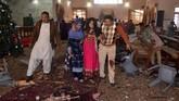 Polisi yang bertugas di pintu masuk dan di atap gereja melumpuhkan salah satu pelaku, tapi pelaku kedua terlebih dulu meledakkan rompi penuh bahan peledak yang ia kenakan, di luar ruang ibadah. (AFP PHOTO/A Calvin)