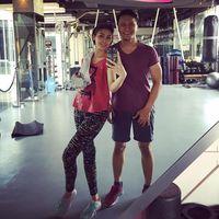 Fenita Arie juga mengaku rutin latihan TRX. Fenita olahraga mulai dari yang ringan seperti kardio hingga yang membutuhkan banyak tenaga seperti TRX. (Foto: Instagram/fenitarie)