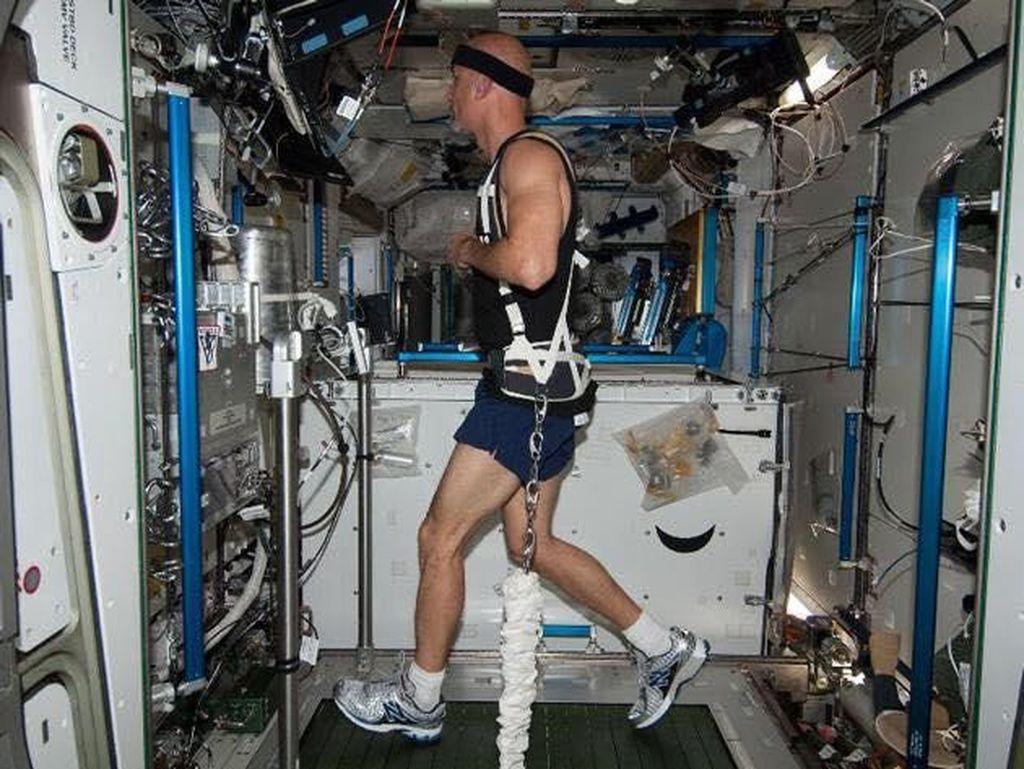 Mengintip Olahraganya Para Astronaut di Luar Angkasa