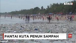 VIDEO: Jelang Akhir Tahun, Pantai Kuta Penuh Sampah