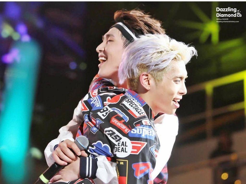 Foto: Kebersamaan Jonghyun dengan Member Shinee Sebelum Meninggal Bunuh Diri