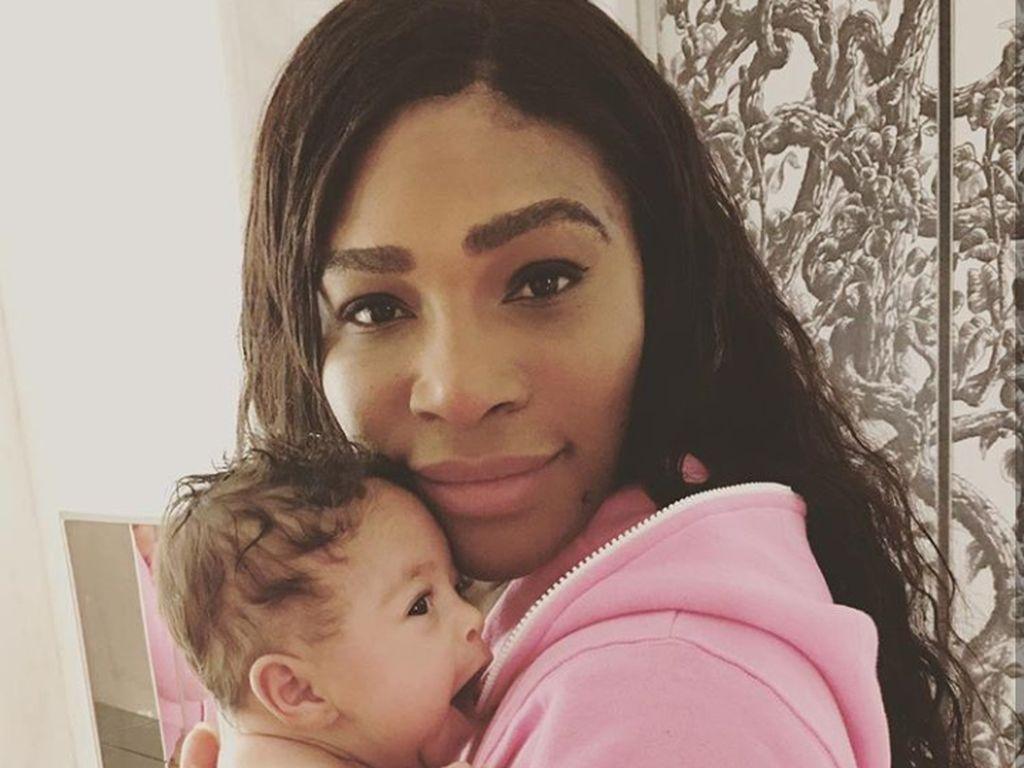 Serena Williams Pertamakalinya Berpose Gendong Bayinya untuk Sampul Vogue