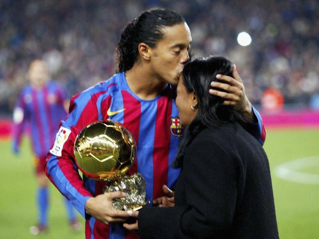 Momen-Momen Indah Ronaldinho di Lapangan Hijau