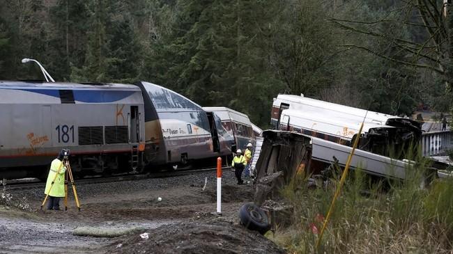 Dewan Keamanan Transportasi Nasional menugaskan tim beranggota 20 orang untuk menginvestigasi kecelakaan tersebut. (REUTERS/Steve Dipaola)