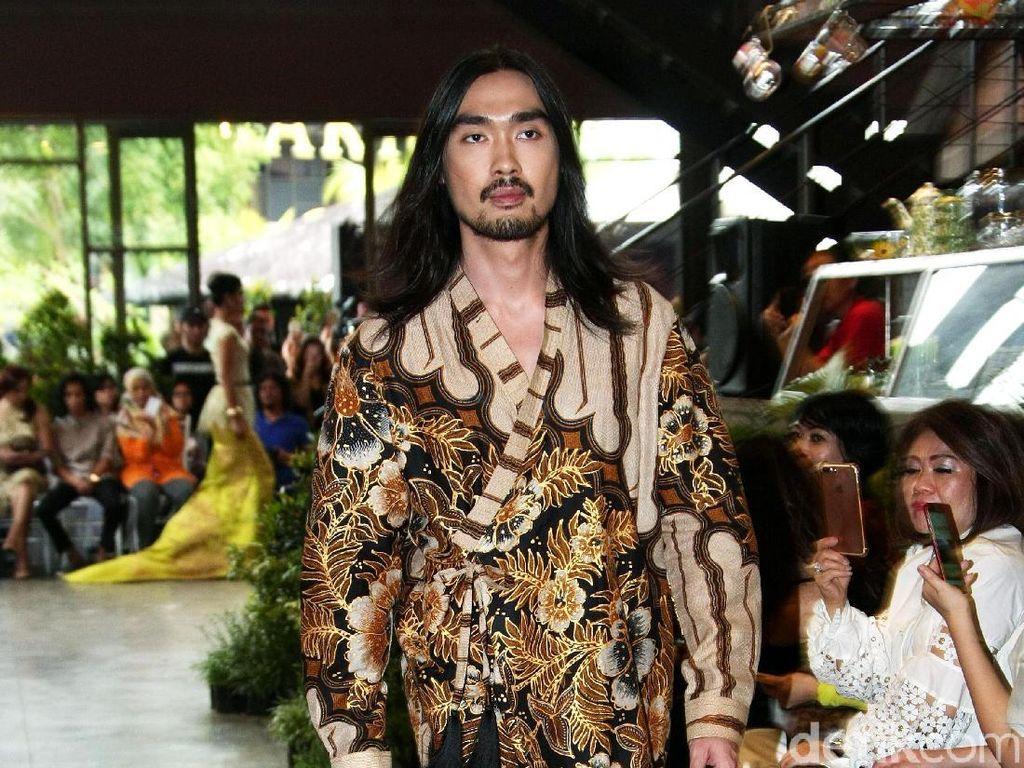 Foto: 20 Koleksi Terbaru Adji Notonegoro Batik Prada Nusantara