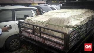 Polisi Serang Sita 20 Ribu Saos Tak Berlabel Halal
