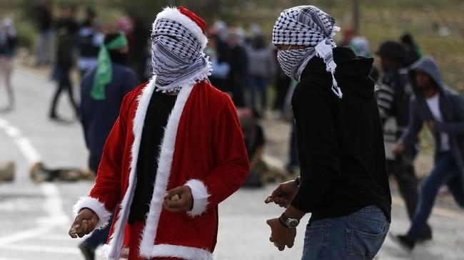 Sementara itu, ketegangan di Tepi Barat dan Jalur Gaza meningkat tajam, demonstrasi berlangsung terus-menerus. (AFP/Abbas Momani)