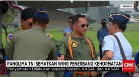 Panglima TNI Sematkan Wing Tanda Kehormatan