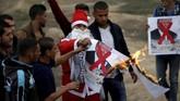Langkah itu memicu protes di dunia Arab dan Muslim, juga dikecam seluruh dunia. (Reuters/Mohammed Salem)