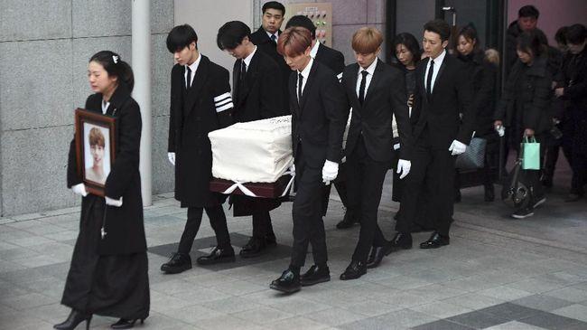 Tagar #YouDidWellJonghyun Warnai Suasana Pemakaman Jonghyun