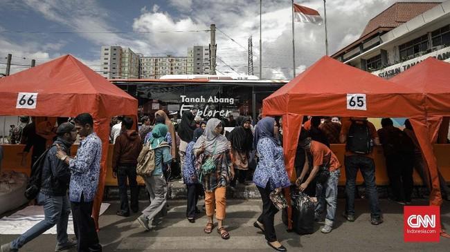 Sejak dipoles Gubernur DKI Anies Baswedan dan Wakil Gubernur DKI Sandiaga Uno, ratusan PKL mulau menempati lapak-lapak mereka di kawasan Jatibaru. (CNN Indonesia/Adhi Wicaksono).