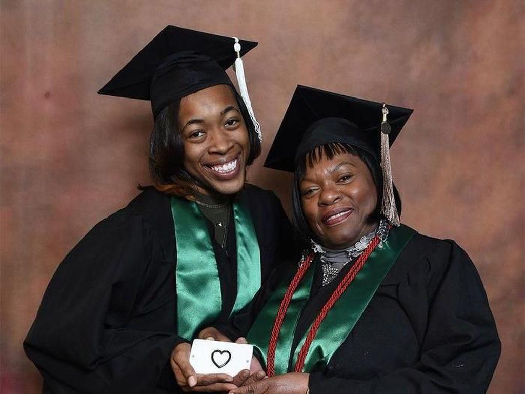 Inspiratif, Nenek dan Cucu Lulus Kuliah Bersama dengan Nilai IPK Tinggi