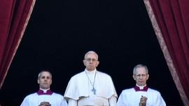 Paus Fransiskus Tampar Tangan Jemaat Lalu Minta Maaf