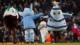 FOTO: Keceriaan Natal di Arena Sepak Bola