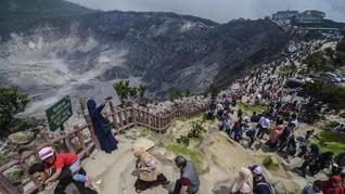 PVMBG Catat 425 Kali Gempa Embusan di Gunung Tangkuban Parahu