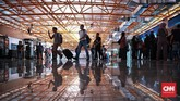 Tahap awal, kereta bandara yang terdiri dari enam rangkaian gerbong, dapat mengangkut 270 penumpang. Uji coba diberangkatkan dari Stasiun Sudirman BNI City. Jakarta. Selasa, 26 Desember 2017.CNN Indonesia/Andry Novelino